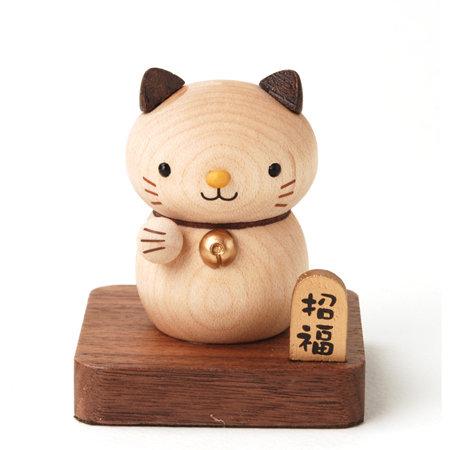 可爱的猫咪伸出圆圆小爪